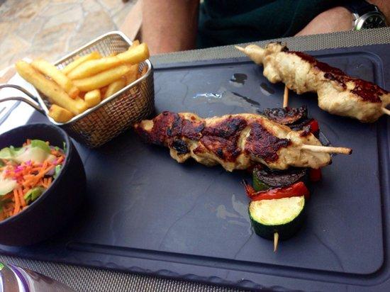 Bio & Co la Table: Brochettes de dindes frites et petite salade