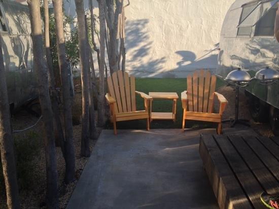 AutoCamp Santa Barbara: patio outside
