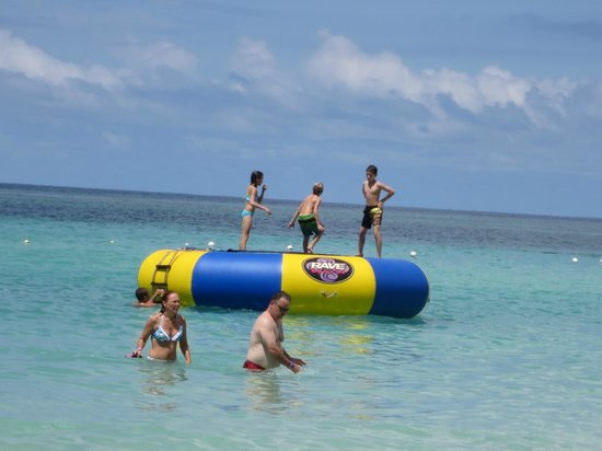 Bananarama Beach and Dive Resort: Trampoline fun