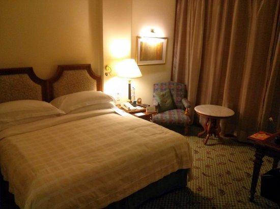The Oberoi, New Delhi: The Bed