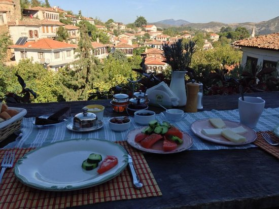 Terrace Houses Sirince: View and breakfast spread