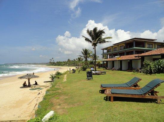 Club Koggala Village : hôtel et plage