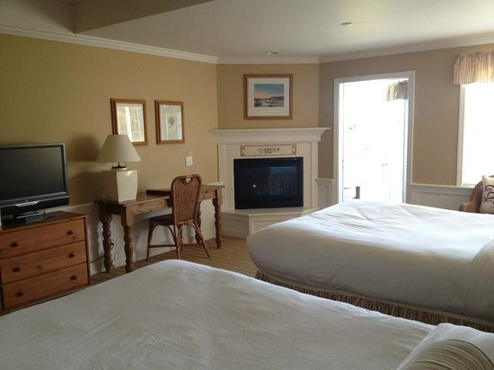 Outlook Inn on Orcas Island: room with fireplace