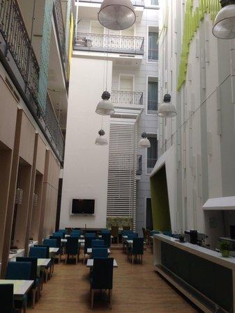 Atrium Fashion Hotel : Patio de l'hôtel