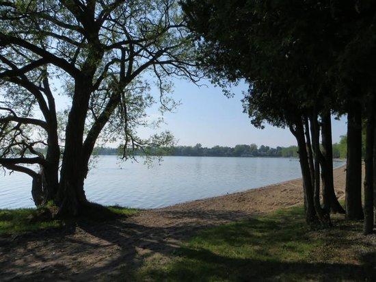 Isaiah Tubbs Resort: View of the lake