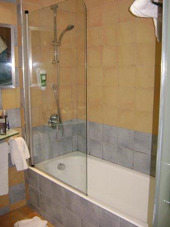 Occidental Cala Viñas: bathroom