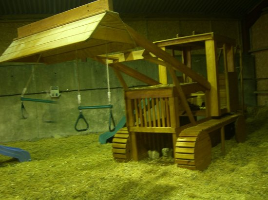 Billy-Bob's Parlour: Inside the 1st barn