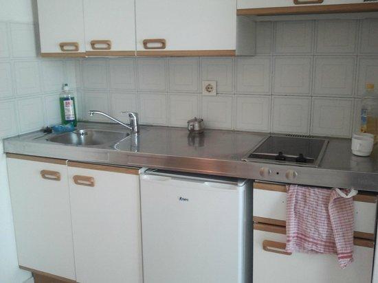 Costa Volcan Apartments: Cocina (No dan detergente ni estropajo)