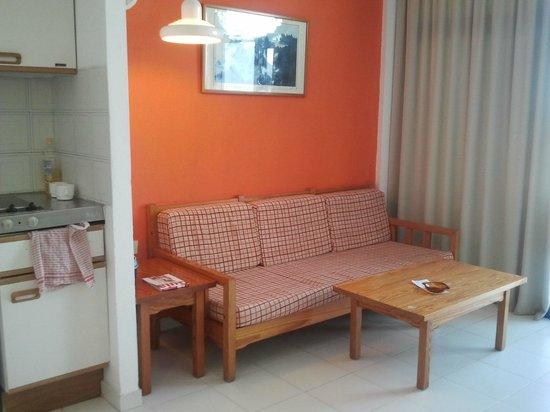 Costa Volcan Apartments: Sofa cama
