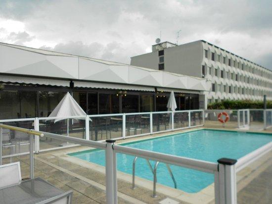 Novotel Paris Creteil Le Lac: piscina Novotel