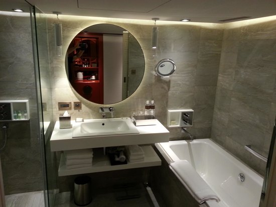 Grand Hyatt Taipei: Shower room