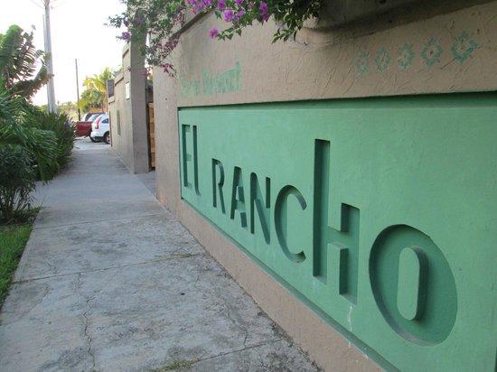 Villas El Rancho Green Resort : Entrada