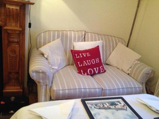 Shantalla Lodge B&B: Cozy corner in dining room