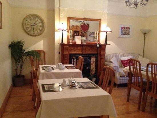 Shantalla Lodge B&B: Cozy and tastefully decorated dining room