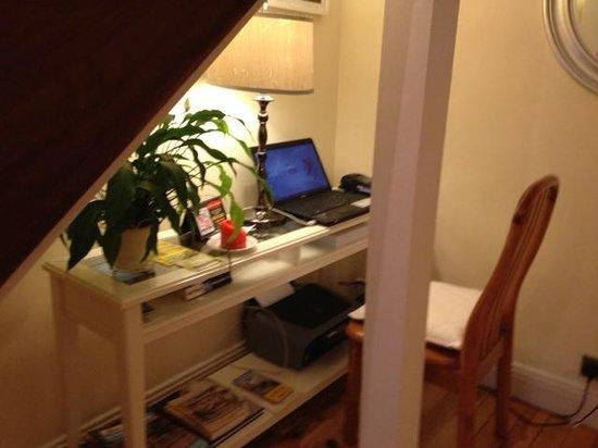 Shantalla Lodge B&B: Laptop and printer for guests