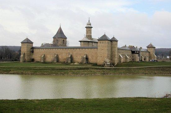 Dragomirna Monastery: Вид на Драгомирну