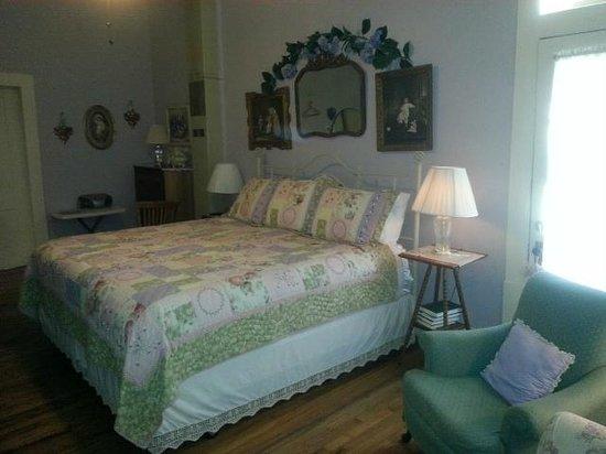 Village Street Bed & Breakfast : The Lavender Room