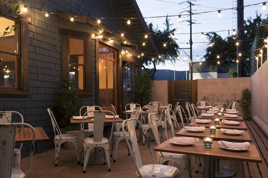 The Little Beast : Dinner under the stars at Little Beast