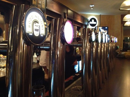 Barrel Oak, The Irish Pub : The place to drink and eat in Montreux