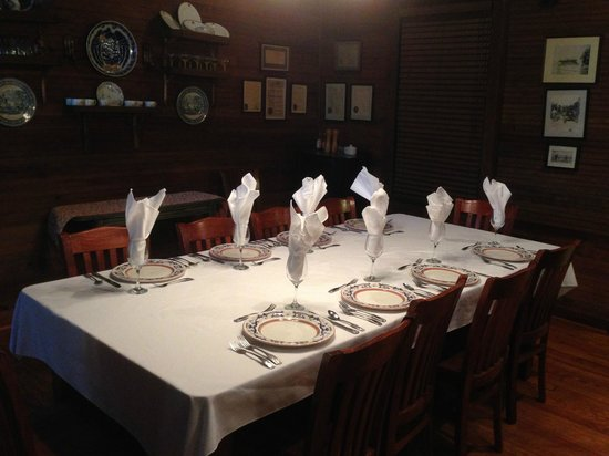 The Lodge on Little St. Simons Island: Dining Room in Hunting Lodge
