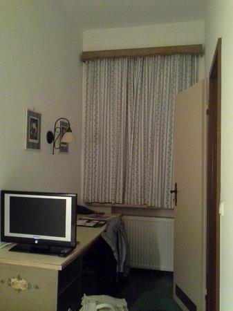 Hahn Hotel: Single room (Room number 17)