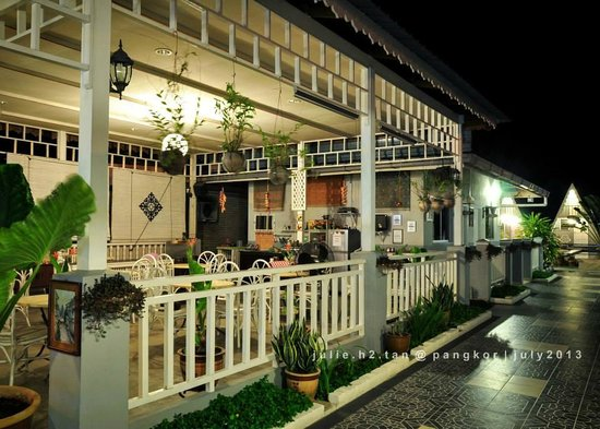 Nipah Guesthouse: Dining/Common Area/Kitchen/24-hours Pantry
