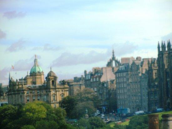Premier Inn Edinburgh City Centre (Princes Street) Hotel: View from my room on 5th floor
