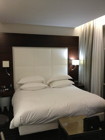Grand Hotel Grenoble Centre: Oh our bed - Love :)