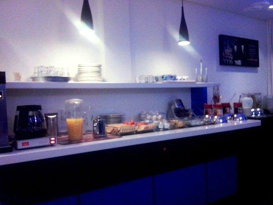 Ibis Budget Koeln Marsdorf: breakfast area 4