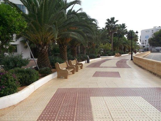 Tropic Garden Aparthotel : Lovely walk from hotel into Santa Eulalia