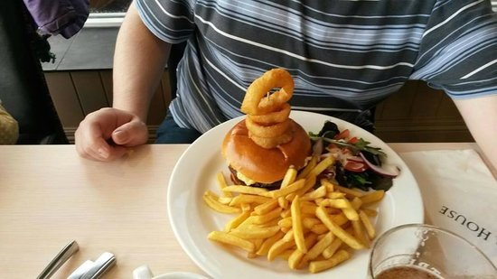 Pier House Hotel: Now that's a big meal.