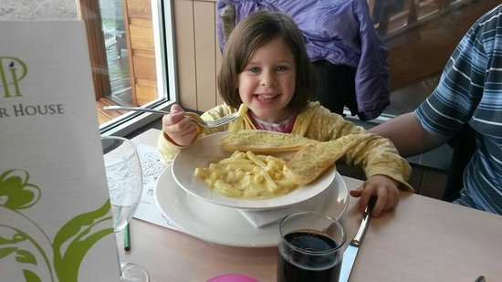 Pier House Hotel: The kids loved their food.