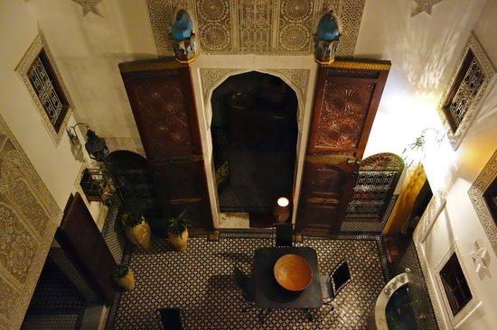 Riad Boujloud: le patio de nuit vue de ma chambre