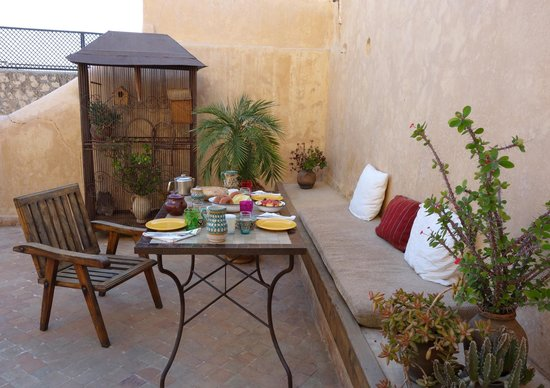 Riad Boujloud: le petit déjeuner sur la terrasse sur le toit
