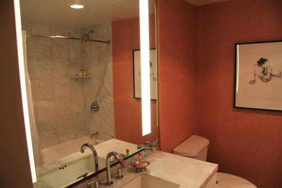 Hotel Modera: Bathroom