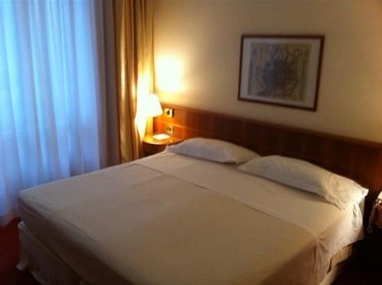 Hotel Cavour : Bett