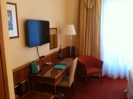 Hotel Cavour: Tisch