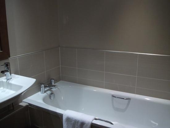 Kingsmills Hotel : seperate bath