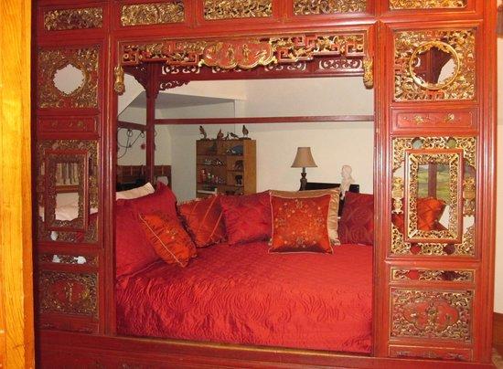 Mansion District Inn Bed & Breakfast: Dr. McCoy bedroom