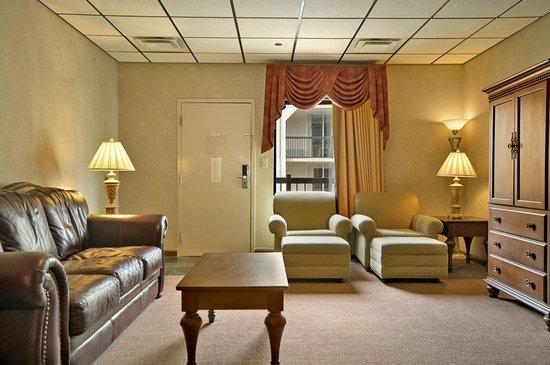 Baymont Inn Suites Johnson City Living Room Of Jacuzzi Suite