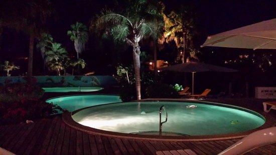 Chogogo Resort: zwembad voor op het resort tijdens avond eten
