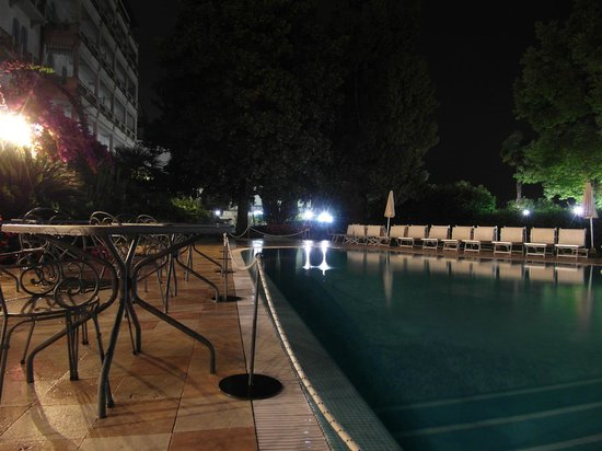 Hotel Savoy Palace: The pool view at night