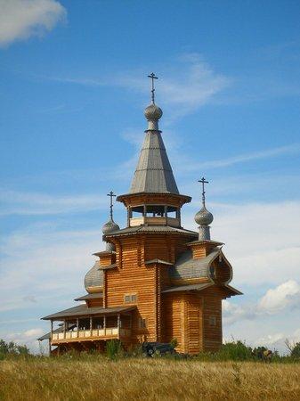 Waterfall Gremiachy: Храм Сергия Радонежского у источника Гремячий.