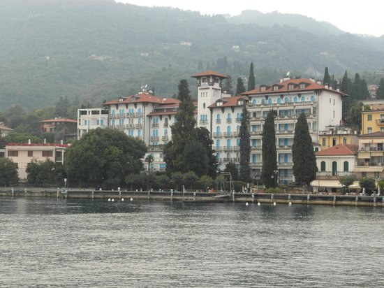 Hotel Savoy Palace: View of the hotel from the lake.