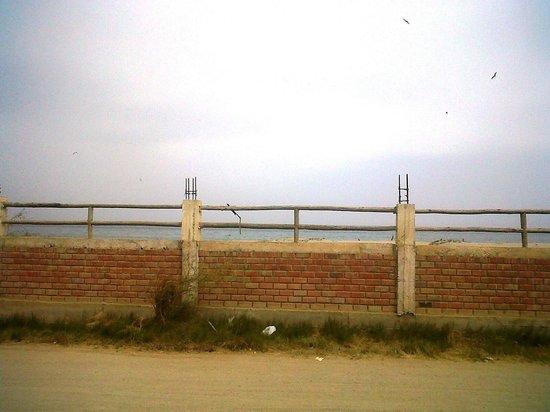 Hospedaje Mancora y Sol : das Meer liegt auf der anderen Straßenseite