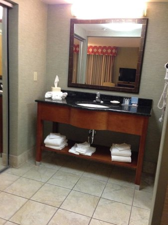 Hampton Inn & Suites Columbus Polaris: Bathroom