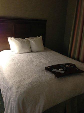Hampton Inn & Suites Columbus Polaris : Bed