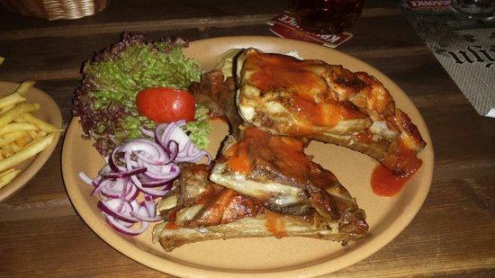 Restaurace Krumlovský mlýn: Spare Ribs with a nice spicy sauce. Good food, fair price