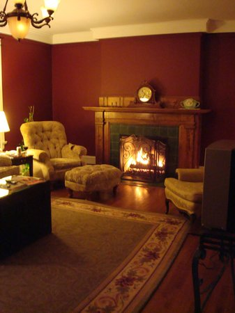 Inn at 835 : Cozy Fire