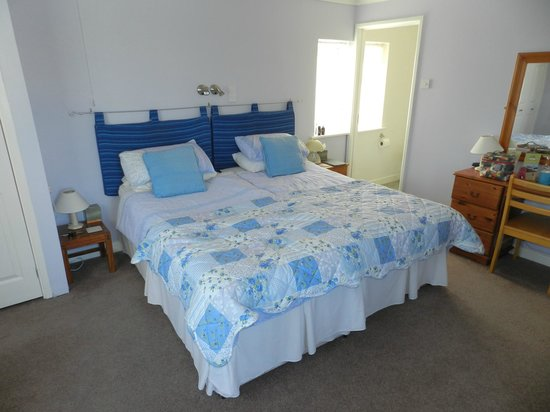 Moreton House: The superkingsize bed or can be two singles.